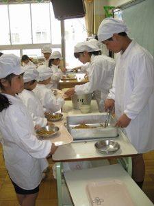 東星学園小学校 校長・大矢正則 カトリック ミッション 男女 1年生給食開始(1)