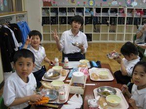 東星学園小学校 大矢正則校長 カトリック ミッション 男女 1年生給食開始(5)