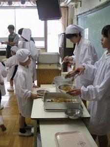 東星学園小学校 大矢正則校長 清瀬 私立 小学校 1年生給食開始(2)