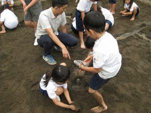 東星学園 大矢正則校長 カトリック ミッション 男女 「砂や水でおもいきり遊ぼう!」(6)