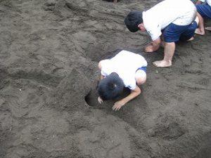 東星学園 校長 大矢正則 カトリック ミッション 男女 「砂や水でおもいきり遊ぼう!」(4)