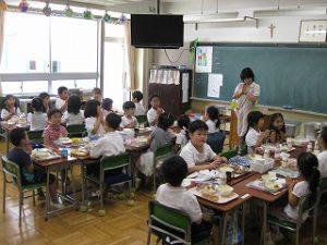 東星学園 大矢正則校長 カトリック ミッション 男女 1年生…幼稚園との交流会(9)