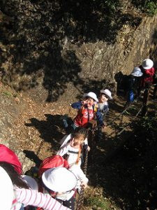 東星学園 校長 大矢正則 清瀬 私立 小学校 1年生 秋の遠足~みんなで たのしく 山を あるきましょう!~(4)