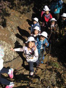 東星学園 大矢正則校長 1年生 カトリック ミッション 男女 秋の遠足~みんなで たのしく 山を あるきましょう!~(3)