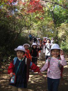 東星学園 校長・大矢正則 清瀬 私立 小学校 1年生 秋の遠足~みんなで たのしく 山を あるきましょう!~(8)