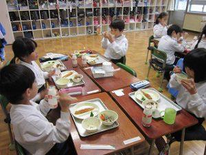 東星学園 校長・大矢正則 清瀬 私立 小学校 11月の給食(2)