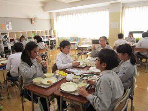東星学園 校長・大矢正則 清瀬 私立 小学校 1月の給食(2)