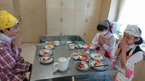 東星学園 校長 大矢正則 カトリック ミッション 男女 6年生 調理実習(7)