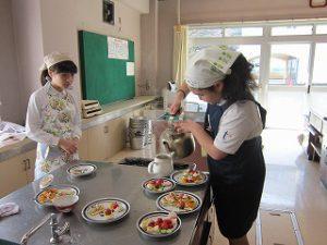 東星学園 校長・大矢正則 カトリック ミッション 男女 6年生 調理実習(5)