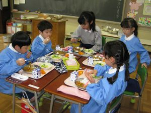 東星学園 校長・大矢正則 カトリック ミッション 男女 1年生、給食開始(5)