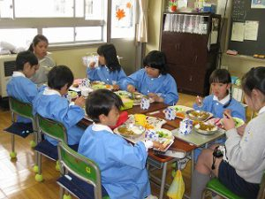 東星学園 校長 大矢正則 清瀬 私立 小学校 1年生、給食開始(4)
