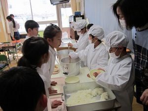 東星学園 大矢正則校長 清瀬 私立 小学校 1月の給食(6)