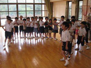東星学園 校長 大矢正則 カトリック ミッション 男女 1年生と幼稚園生との交流会(1)