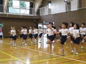 東星学園 校長 大矢正則 カトリック ミッション 男女 「低学年体育祭ダンス練習」(1)
