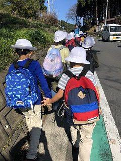 東星学園 校長・大矢正則 清瀬 私立 小学校 「2年生 秋の遠足」(2)