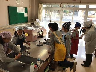 東星学園 校長 大矢正則 カトリック ミッション 男女 5年生 家庭科 調理実習(1)