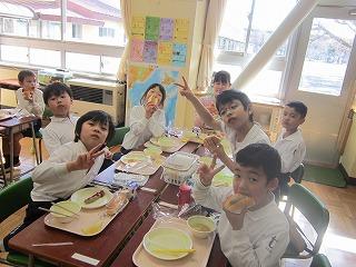 東星学園 校長・大矢正則 カトリック ミッション 男女 学校給食週間(11)