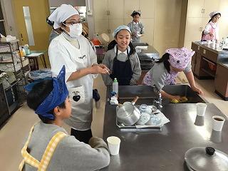 東星学園 校長・大矢正則 清瀬 私立 小学校 5年生 家庭科 調理実習(2)