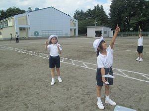 東星学園 校長 大矢正則 清瀬 私立 小学校 無料ダウンロードで紙飛行機つくり(2)
