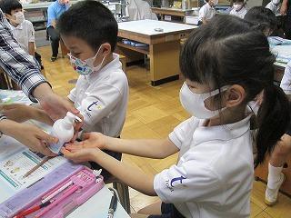 カトリック ミッション 男女 東星学園 校長・大矢正則 花王の手洗い講座(3)