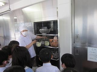 東星学園 校長・大矢正則 清瀬 私立 小学校 給食室見学(2)