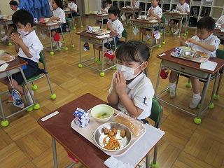 東星学園 校長・大矢正則 清瀬 私立 小学校 1年生の給食(8)