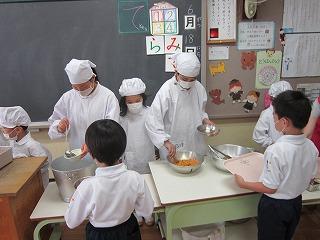 東星学園 校長 大矢正則 清瀬 私立 小学校 1年生の給食(4)