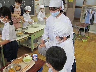 東星学園 大矢正則校長 カトリック ミッション 男女 1年生の給食(3)