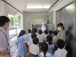 東星学園 大矢正則校長 カトリック ミッション 男女 給食室見学(3)