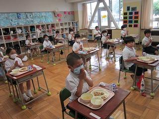 東星学園 校長 大矢正則 カトリック ミッション 男女 1年生の給食(7)