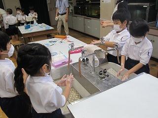 カトリック ミッション 男女 東星学園 校長・大矢正則 花王の手洗い講座(5)