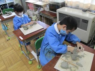 カトリック ミッション 男女 東星学園 校長 大矢正則 1,2年生 粘土を使って(5)