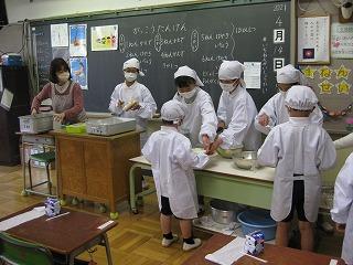 清瀬 私立 小学校 東星学園 大矢正則校長 1年生給食開始(2)