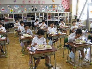 カトリック ミッション 男女 東星学園 大矢正則校長 1年生給食開始(3)